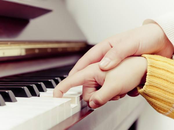小孩想学钢琴,厦门找专业钢琴老师?.jpg