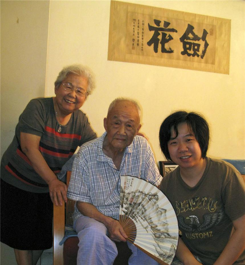 与李济生先生(文学家巴金先生的弟弟)及萧斌如女史(上海图书馆文史专家)合影.jpg