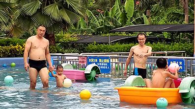 水上乐园玩耍.jpg