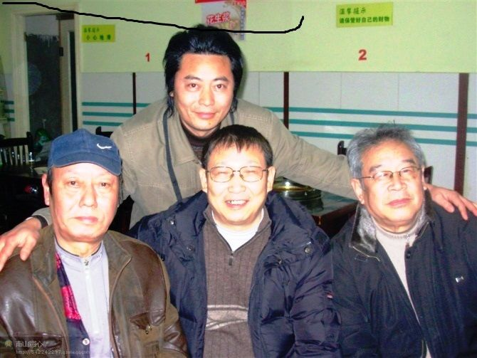 左起杨颂、田诗范、万龙生,后为张文龙.jpg