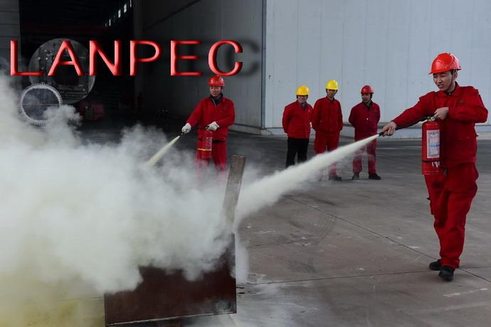 1223安全生产办公室组织安全生产事故暨消防应急演练.jpg