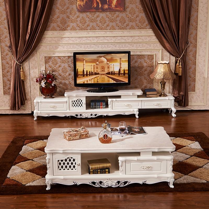 简约大方的欧式风转角沙发,搭配同是象牙白色的茶几电视柜,整体风格