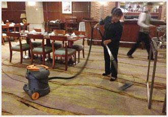 齐峰保洁员饭店地毯清洗