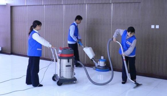 选择保洁公司要考虑哪些因素?开荒保洁怎么做比较好?