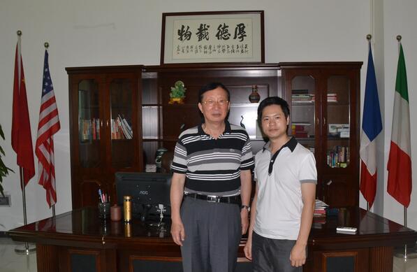 与外交部大使刘伯鸣在粉红丝带总部.jpg