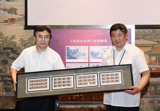 中国邮政集团公司董事长刘爱力(左) 故宫博物院院长单霁翔(右)