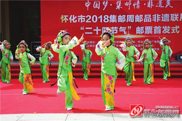 国家级非遗项目上河阳戏《阳戏盘花》少儿节目表演。(本报记者 李青青 摄)