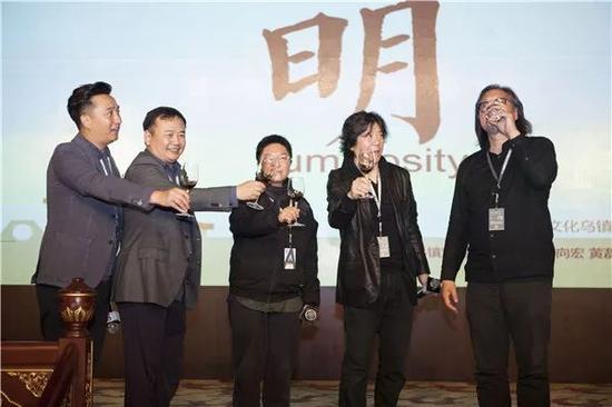 图:黄磊、陈向宏、田沁鑫、孟京辉、赖声川在乌镇聚首
