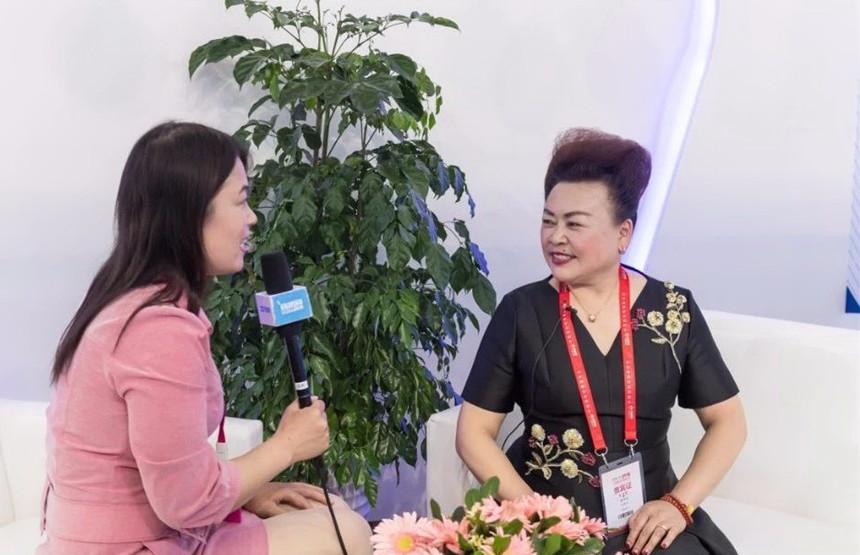 杨爱珠总裁接受赛尔采访.jpg