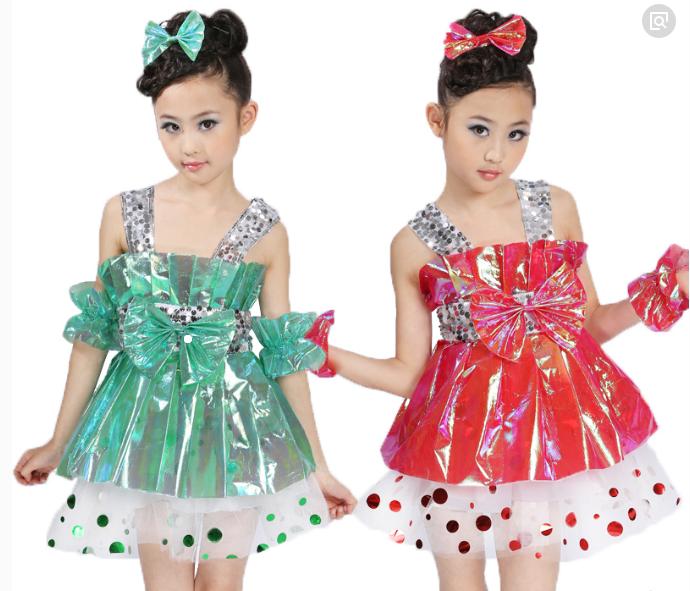 用塑料袋制作演出服装:幼儿环保时装秀图片,塑料袋服装图片