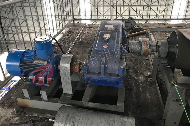 煤矿现场100米长TD75带式输送机图片