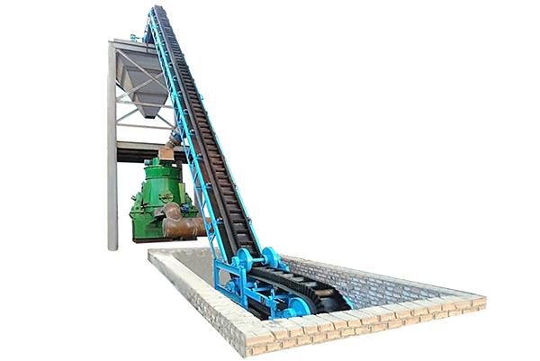大倾角挡边皮带输送机在搅拌站应用的现场,津锐机械厂的大倾角目前已在多种行业广泛的使用