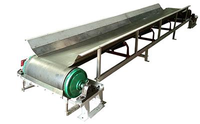 津锐生产的小型皮带输送机主要用在工矿上进行短距离输送物料
