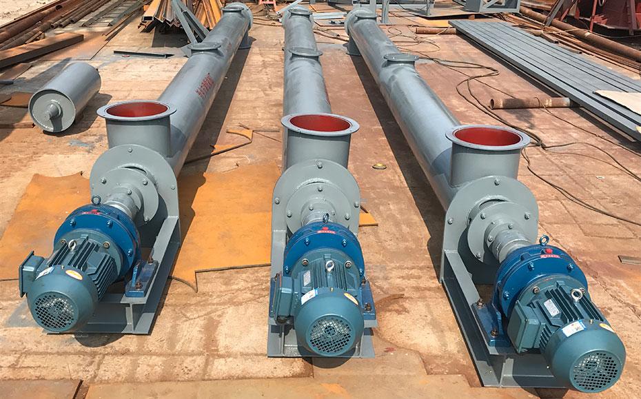 输送输送高岭土物料的螺旋输送机出厂前的图片