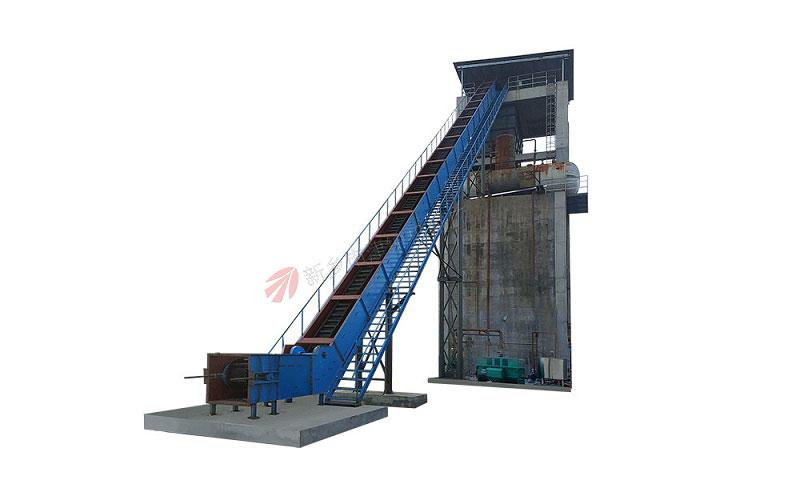 酒精厂使用的大倾角皮带输送机,输送物料为酒糟等物料