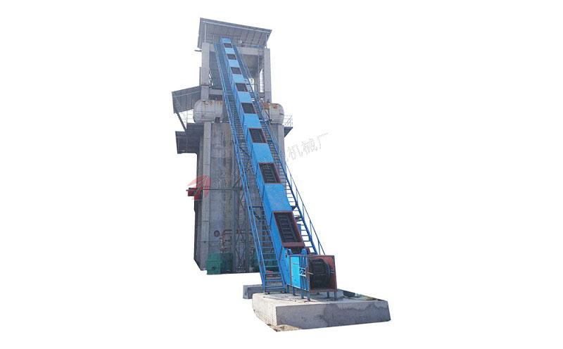 提升高度到20米左右的大倾角皮带输送机,输送量每小时60-100吨左右