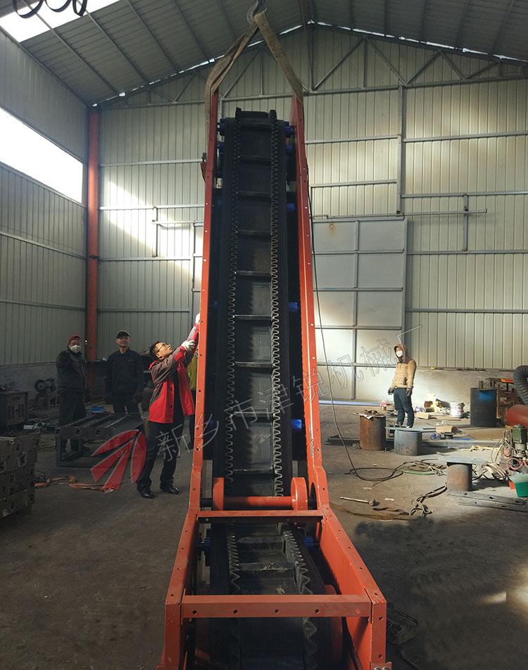 输送颗粒状物料大倾角皮带输送机用于天津现场
