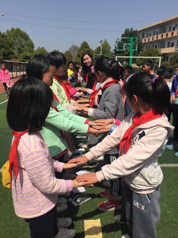 2018年3-5月?#32676;?#20026;苏仙区乡村十所学校近600名留守儿童做团体心理辅导7204729.jpg