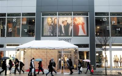 因为产销皆不畅,Esprit门店中经常会有超幅度打折活动。图/视觉中国