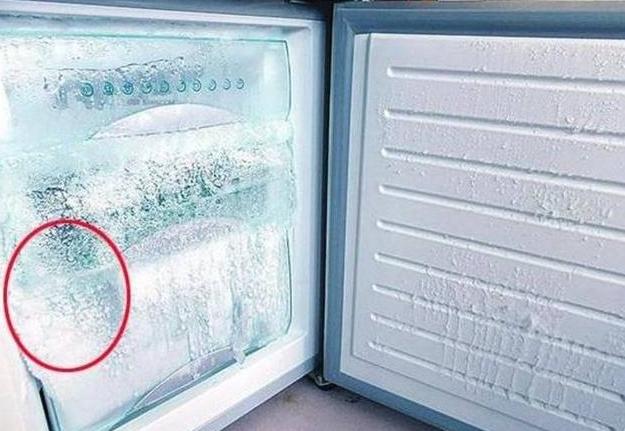 冰箱内的积冰