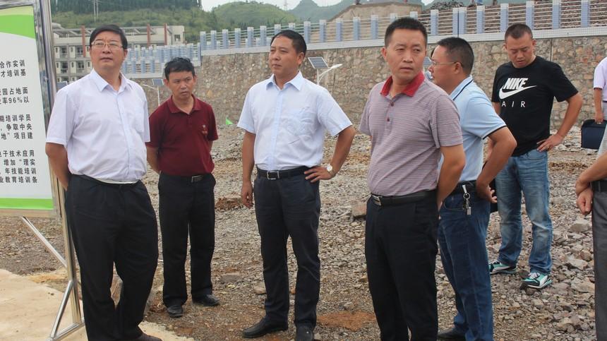 市发改委领导到我校检查实训基地建设.JPG