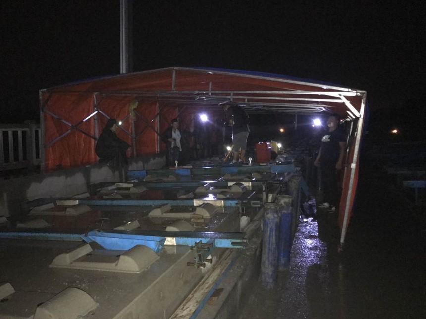 图3、建设者在风雨中进行灌板施工.jpg