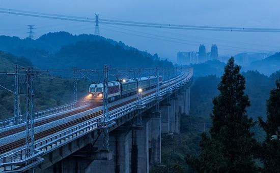 渝贵铁路明年年初开通