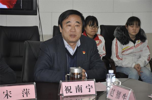 西安市卫生学校党委书记祝南宁主持会议.JPG