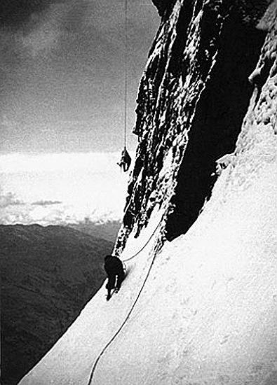 电影《北壁》背后的真实事件,1936年,德国攀登者东尼与安迪攀登艾格峰北壁遇难