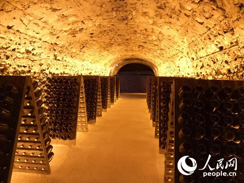 埃佩尔奈香槟大道地底下的酒窖