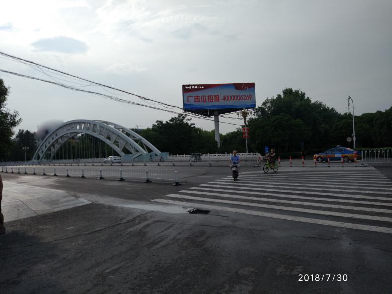 许昌建安桥三面立柱广告塔.jpg