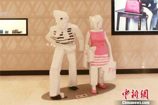 资料图:台湾著名雕塑家朱铭作品亮相重庆。 唐刚 摄