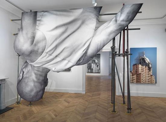 JR的作品giants视图 — 身体 | 摄影:ken adlard,图片由艺术家和lazinc提供