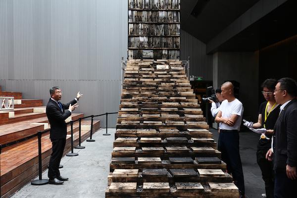 燃爆后的阶梯书架装置1.JPG