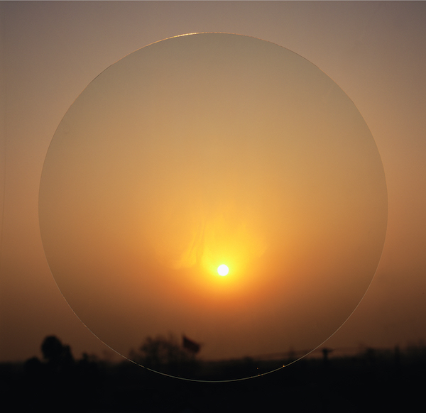 李天元 空气AIR9-04。玻璃、夏、身体印迹、傍晚西。2004年。106.04x100厘米。1x9.彩色照片。AIR.GLASS,SUMMER,THE BODY PRINTS A VESTIGE,AFTERNOON,WEST,COLOR PHOTOGRAPH.jpg