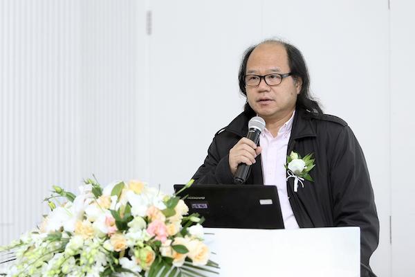 2 策展人张晓凌发布会致辞.JPG