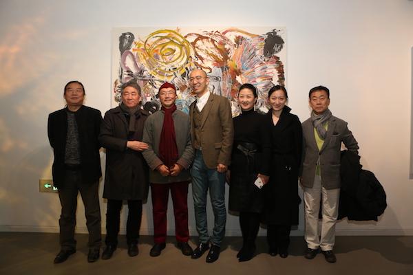 嘉宾在展览现场,左起:张国龙、谭平、吕胜中、邬建安、郑妍、潘晴、金日龙.JPG