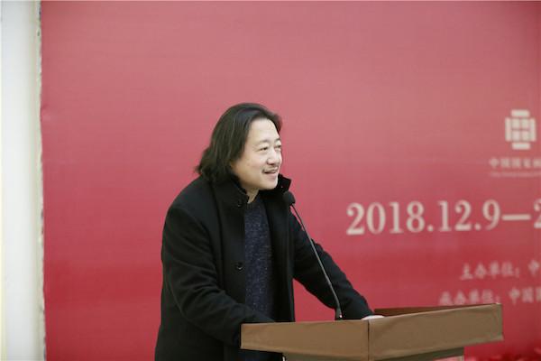 中国国家画院副院长纪连彬主持开幕式.JPG