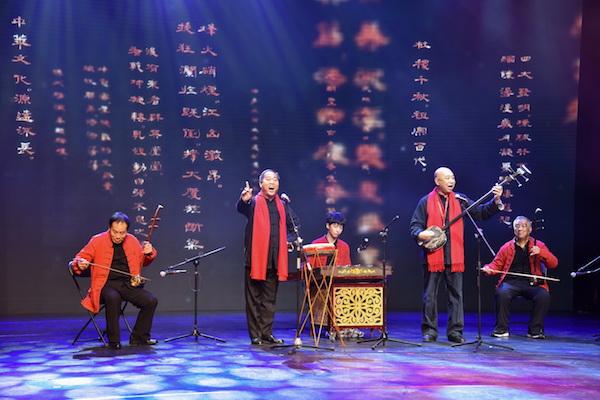 国家级非遗项目京东大鼓传承人崔继昌和姜子龙共同表演《咏世纪坛赋》.jpg