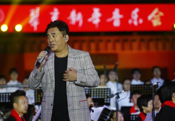 著名歌手吕方(中国香港).png