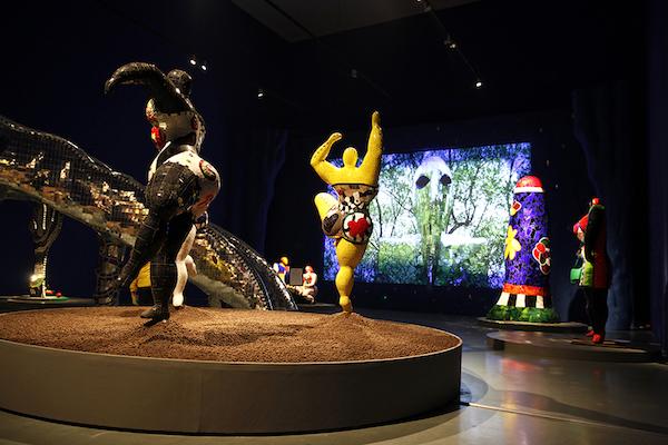 """""""妮基·圣法勒——二十世纪传奇女艺术家及她的花园奇境""""展览现场1.JPG"""