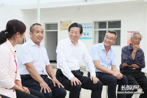 省委书记王东峰到阜平县调研检查扶贫工作。长城新媒体记者 庞晓玮摄