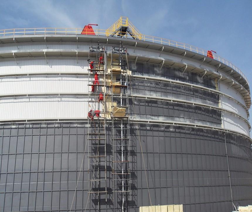15万平方米油罐施工现场.jpg
