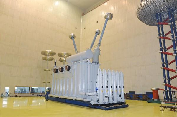 向家坝水电站SSP-890MVA500kV主变压器(国内容量最大的水冷变压器).jpg