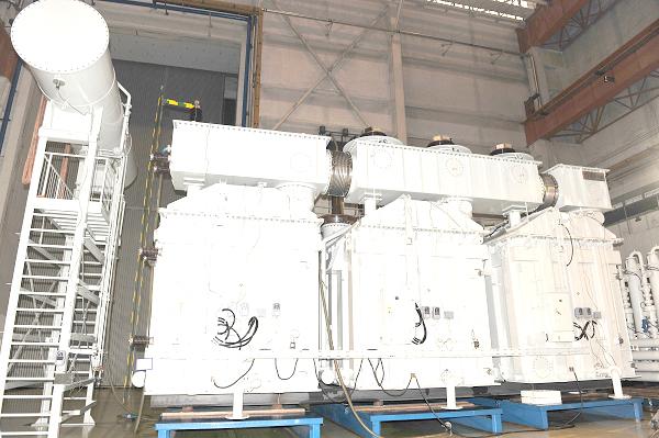 溪洛渡电站USSP-860MVA500kV主变压器(国内容量最大的三相组合式水冷变压器).jpg