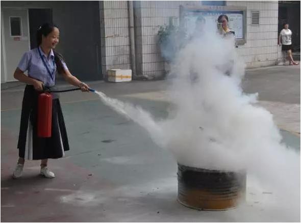 深圳市皇�W�F金�W冠足球科技有限公司