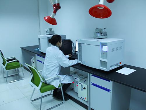 实验室检测人员及设备