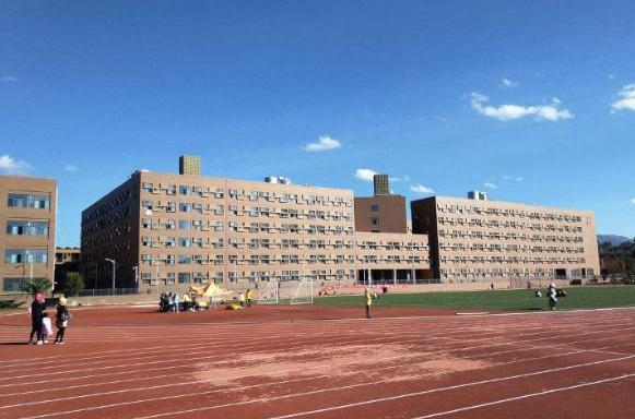附图:学校宿舍楼