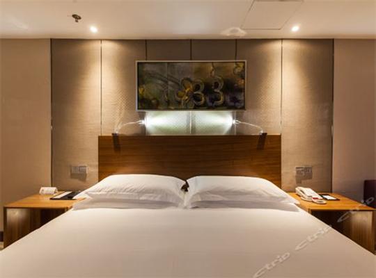 标准大床房2.jpg