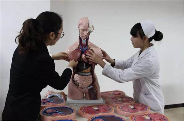 成都市护理专业学校